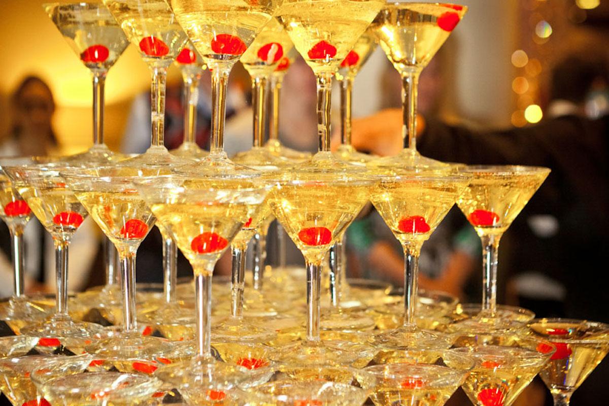 Горка шампанского 20