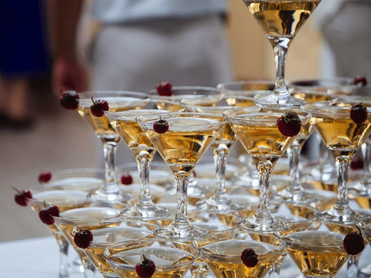 Горка шампанского 56