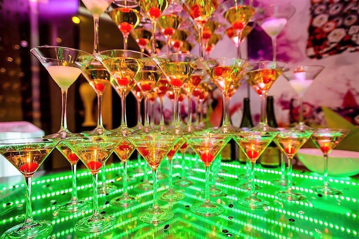Горка шампанского 84